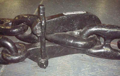 pelican_hook_with_chain